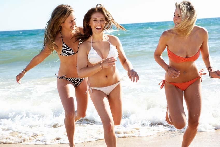 Damen Bademode wie Badeanzug Bikini und Tankini