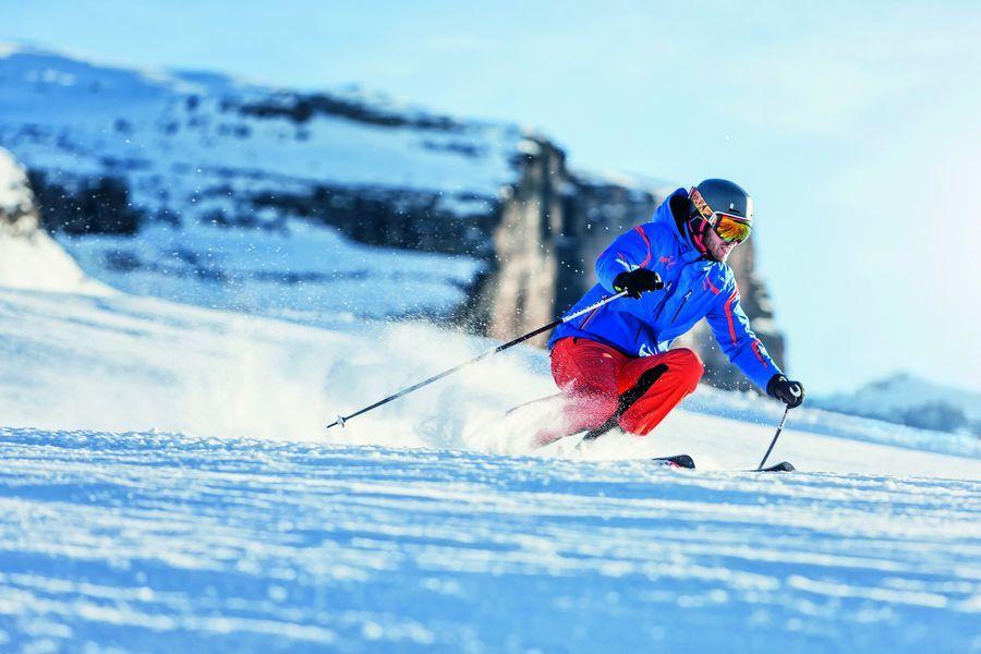 Skisicherheit mit Skihelm und Skibrille